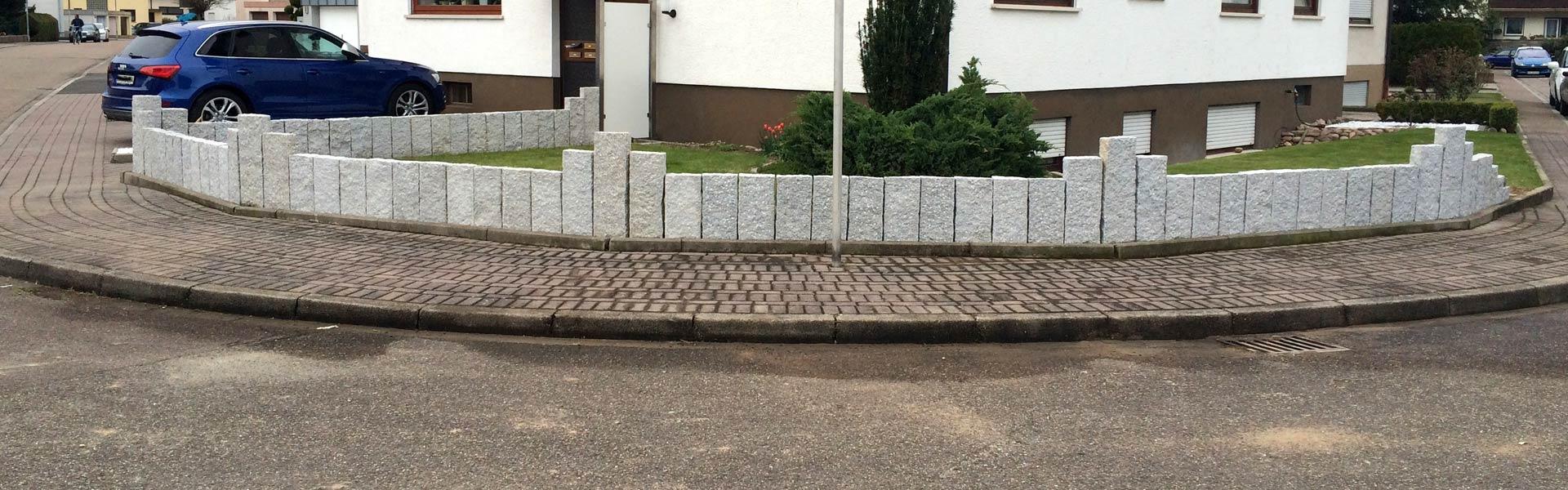 palisaden-aus-weißem-granit-naturstein